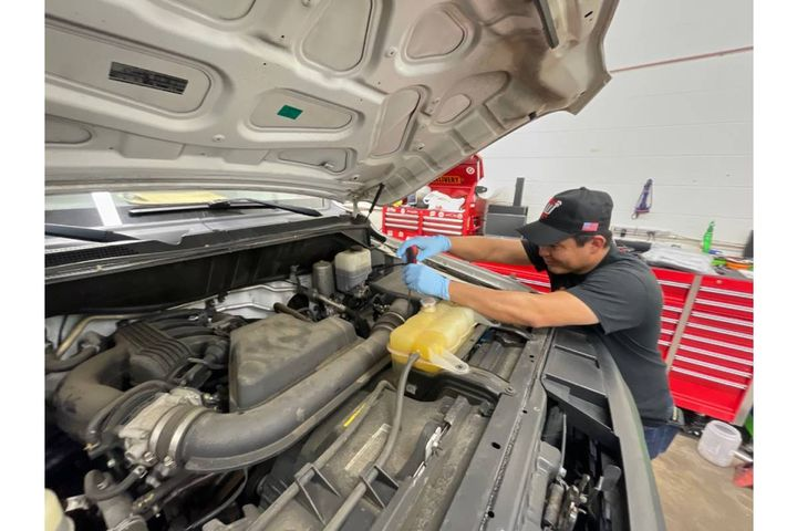 With mobile servicing, AD and his crew regularly travel to Wheelz Up's delivery vans and perform several oil changes and tire rotations at one time. - Photo:Adrianne Cordero, Wheelz Up