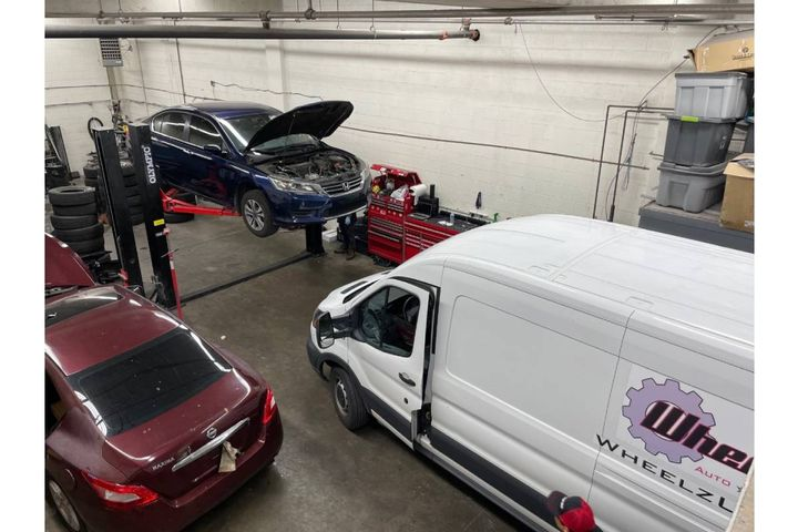 In addition to regular oil changes and preventative maintenance checks, AD also recommends that drivers perform a minimal vehicle inspection before getting on the road each morning. - Photo:Adrianne Cordero, Wheelz Up
