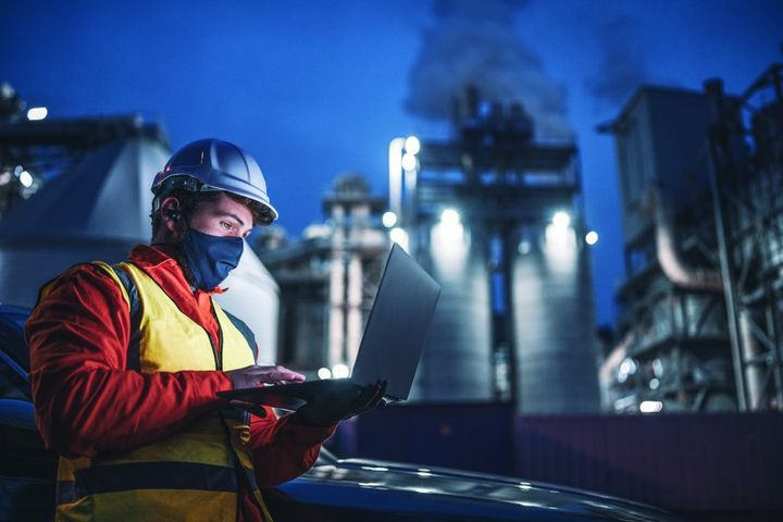 To make the most out of software and hardware, fleet managers need to combine people, process, and technology.  - Photo: Gettyimages.com/wArtistGNDphotog