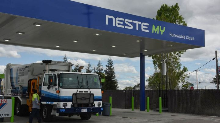 Idling varies by fleet but some fleet managers report that their trucks idle as much as 20% of the time.