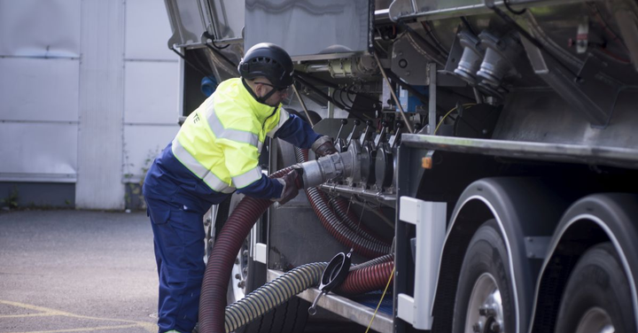 When fleets skip routine maintenance, vehicles invariably experience breakdowns and accrue costs for repairs and undelivered loads.  - Photo: Neste