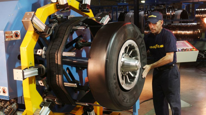 Goodyear UniCircle treads are spliceless and positioned onto casings using laser-guided technology. 