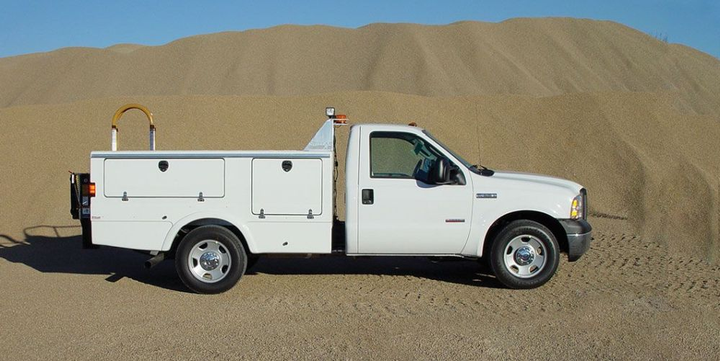 The Stellar 904 (pictured) and 1004 bodies are meant to maximize storage while minimizing the truck chassis itself. Both bodies are ideal for metro, road, and light-truck fleet tire service.