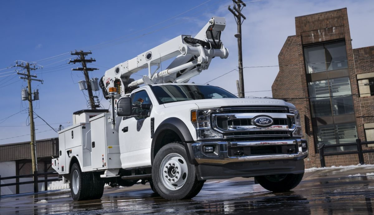 For MY-2020, power take-off (PTO) provision is now standard on all Class 3-5 and F-600 Super Duty chassis cab trucks with the 6.7L Power Stroke diesel engine.  - Photo: Ford