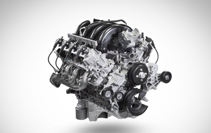 The big-block engine cranks out gas V-8 output of 430 hp at 5,500 rpm and torque of 475 lb.ft. at 4,000 rpm in Super Duty pickups.  