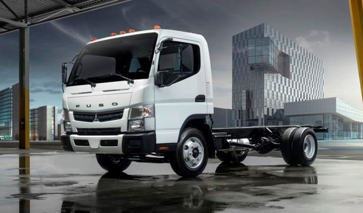 Mitsubishi Fuso's new gas-powered truck is offered with Verizon Connect telematics and free oil changes for the first five years or 75,000 miles.