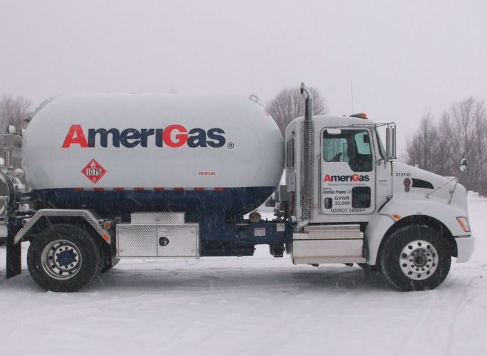 Even more extreme are deliveries in Alaska. AmeriGas recently ordered a Kenworth W990 to haul propane to remote locations, using ice roads. - Photo: Amerigas