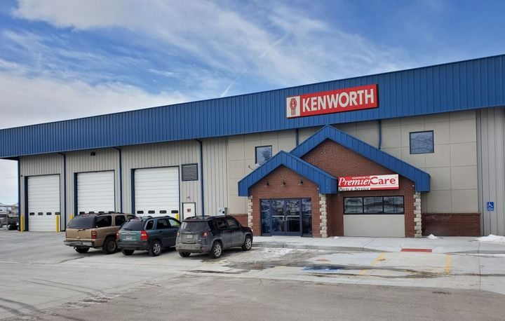 The new Rock Springs facility features a 7,200 square-foot service department with nine service bays - Photo: Kenworth