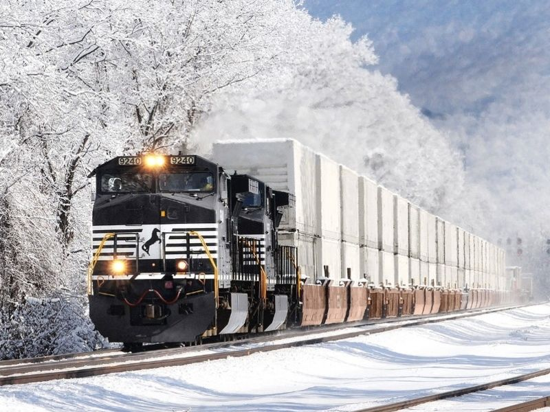 Norfolk Southern Monitors Trailer Tires
