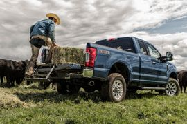 Ford Recalls 230,000+ Super Duty Trucks for Tailgate