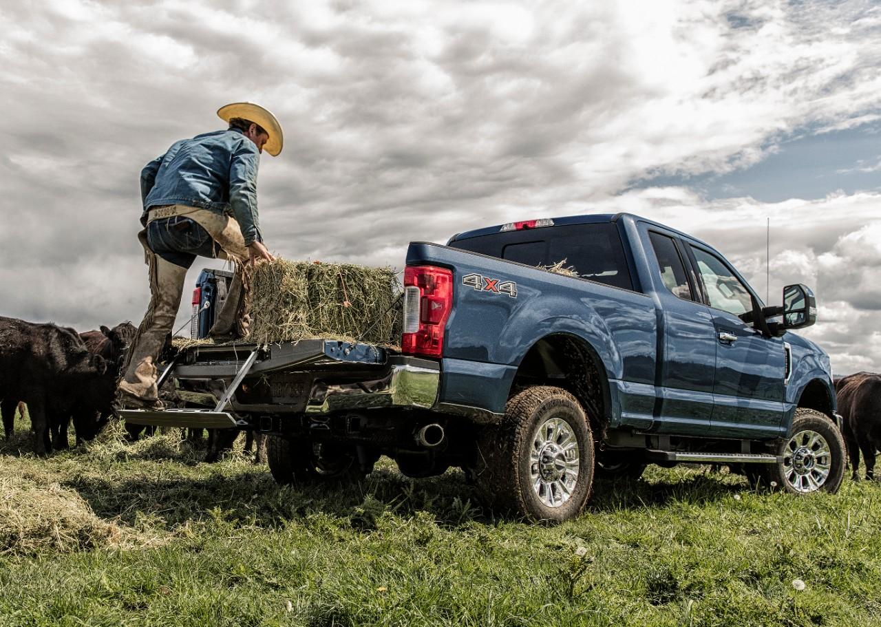Ford Recalls 230,000+ Super Duty Trucks for Tailgate