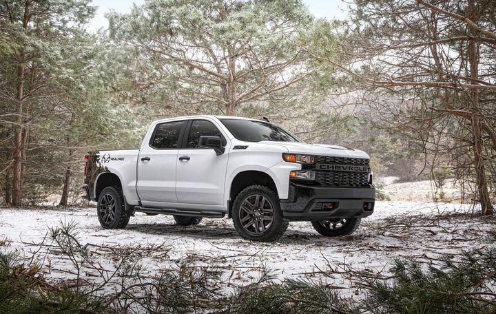 The Realtree Edition also includes the 5.3L V-8 engine with a 6-speed transmission and is available with the 6.2L V-8 that will provide an SAE-certified 420 hp and 460 lb.-ft. of torque, paired with a 10-speed automatic transmission. - Photo: Chevrolet