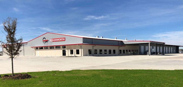 The 53,000 square-foot building features a 24-bay service department that provides truck diagnosis within two hours through Kenworth PremierCare - Photo: Kenworth