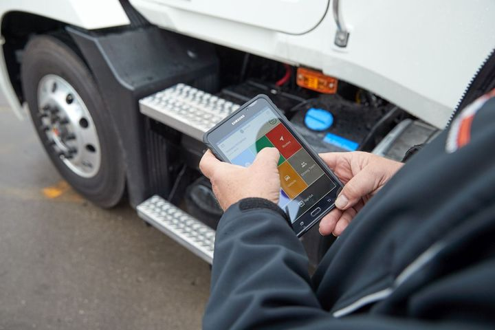 Dispatchers can plan and assign loads to drivers using LoadMaster, which will now be automatically available to drivers using the Samsara Driver App. - Photo: Samsara