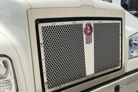 Kenworth T880S Set-Forward Axle Adds Optional Fixed Grille
