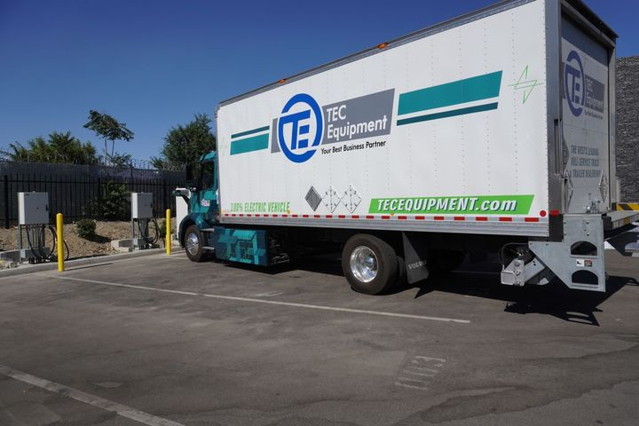 The TEC Fontana dealership has two 50 kW chargers inside their truck maintenance bays, as well as a150 kWcharger located outside to enable fleet customers to fast charge at the dealership. - Photo: Volvo Trucks