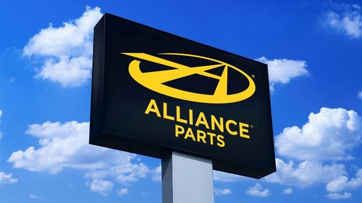 Alliance retail spaces primarily stock Alliance Parts and Detroit Reman products. - Photo: Daimler