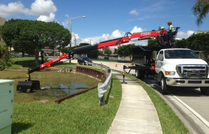 Fassi knuckleboom cranes are ideal for utility fleets when performing both underground and above ground utility work. - Photo: Terex
