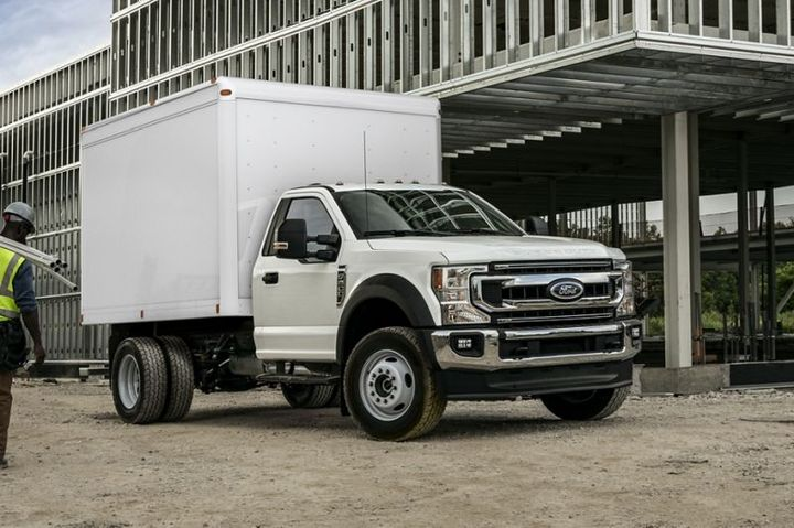 The new Lightning Electric F-550 includes Lightning's in-vehicle dash screen display, providing drivers real-time range, diagnostics, and efficiency data. - Photo: Ford