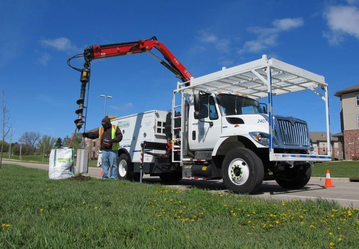 Odyne's advanced plug-in hybrid technology enables trucks over 14,000 pounds to have substantially lower emissions, improved performance, quieter job site operation, lower fuel consumption and reduced operating and maintenance costs. - Photo: Odyne Systems