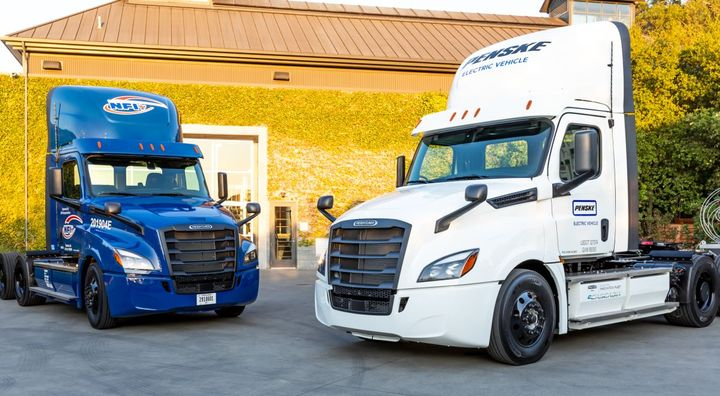 The first Freightliner eCascadias delivered to NFI (left) and Penske (right). - Photo: Freightliner
