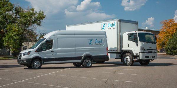 流体卡车的600辆车的订单需要各种各样的闪电电动福特过境350HD…