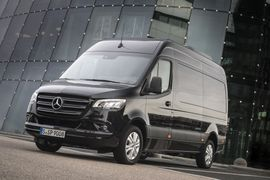 Daimler Recalls Mercedes-Benz, Freightliner Sprinters for Fuel Leaks