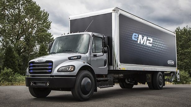 The eM2 is a Class 6-7 truck designed for local distribution, pickup and delivery, food and beverage delivery, and last-mile logistics applications. - Photo: Freightliner