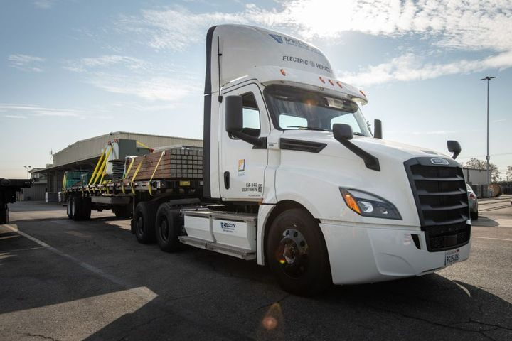 SCE is the first utility to test an electric truck from Freightliner and will use the eCascadia for material transport, moving heavy equipment like transformers, wire reels and switch gears from an Irwindale, Calif., warehouse to SCE service centers and storage yards. - Photo: Freightliner