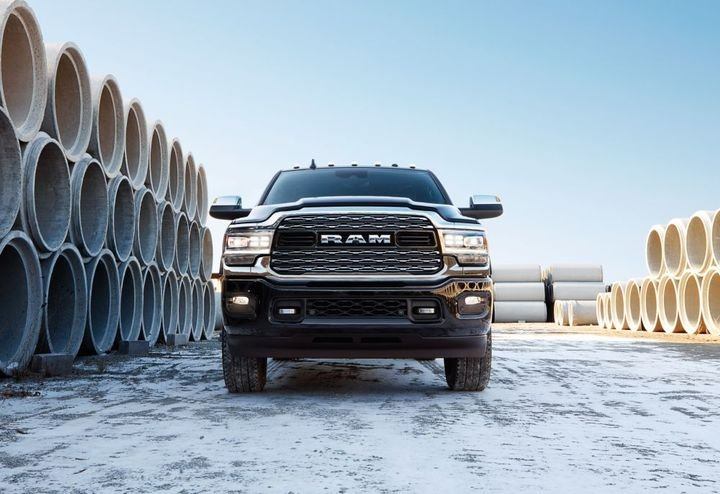 Ram 3500 Heavy Duty maximum gooseneck and conventional hitch maximum trailer weight ratings for 2021 are 37,100 pounds and 23,000 pounds, respectively. - Photo: Ram Truck