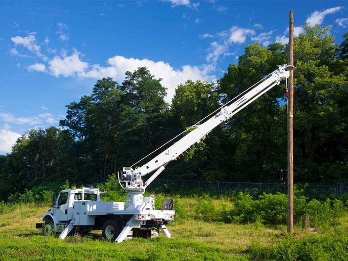 Among the digger derricks under Altec's recall CSN 792 are the DH-B Series, DH-E Series, and D3000-E. - Photo: Altec