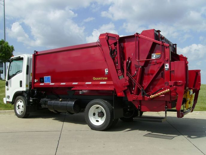 The two companies have committed to developing and launching a battery electric refuse vehicle equipped with an XL Electric propulsion system and a Curbtender Quantum rear loader refuse truck body within the next year. - Photo: XL Fleet