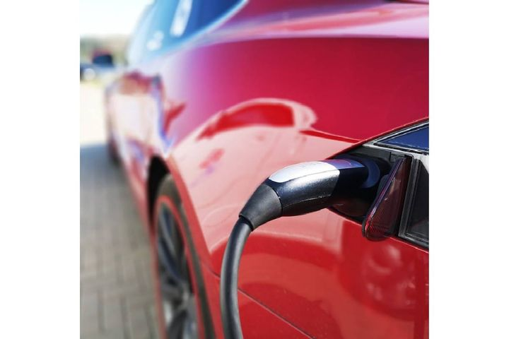 On March 16, Duke Energy, MidAmerican, Liberty, and Midwest Energy joined an existing group of six utilities to support the growing use of electric vehicles. - Photo: Pixabay/bixusas