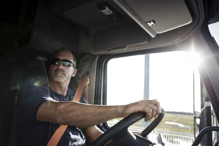 Utilizingmachine vision and artificial intelligence technology, the Lytx DriveCamevent recorder helps to monitor and evaluate driver performance by accurately identifying behaviors such as failure to wear a seatbelt, following distance and lane departure. - Photo: Volvo Trucks