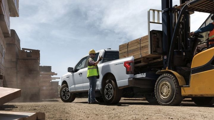 Equipped with the optional Max Trailer Tow Package, targeted maximum towing increases to 10,000 pounds. - Photo: Ford