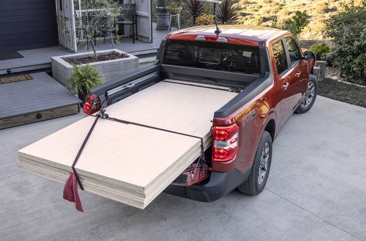 The Maverick FLEXBED system allows fleets to create segmented storage, elevated floors, racks, and more. - Photo: Ford