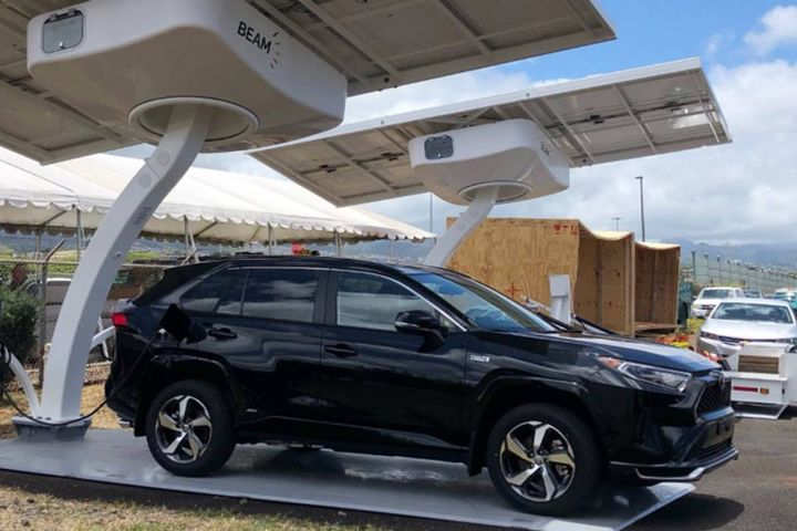 Each charging system includes an emergency power panel that can provide power to utility equipment and first responders in the event of extreme weather events, emergencies, and grid outages. - Photo: Beam Global