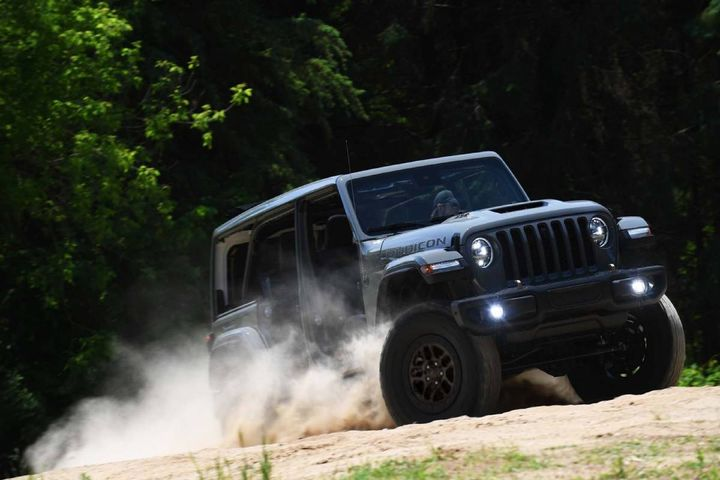 The Jeep Wrangler xtreme recon package offers 35-inch tires straight from the factory, further improving approach angle, departure angle, ground clearance, and water fording capability. - Photo: Stellantis