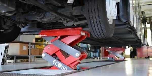 7 Steps to Safe, Efficient Vehicle Lifting