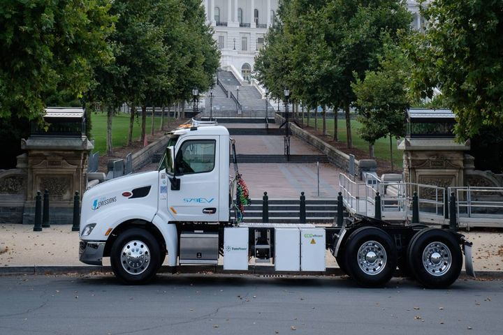 Peterbilt Motors Company visited Washington, D.C., recently while displaying the zero-emission battery electric Model 579EV to key government agency officials and members of Congress. - Photo:Peterbilt