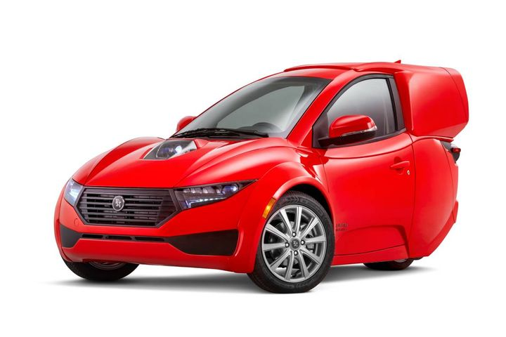 The Solo Cargo EV was developed based on direct input from prospective commercial and fleet customers and features a styled expanded cargo box in lieu of the retail version's traditional hatchback. - Photo:ElectraMeccanica