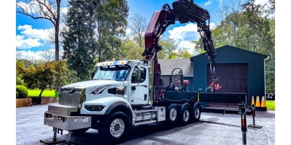 NJ Crane Expert trainers are teaching knuckleboom manufacturers how to safely operate the...
