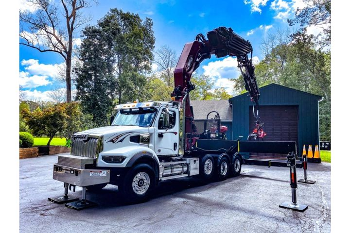 NJ Crane Expert trainers are teaching knuckleboom manufacturers how to safely operate the equipment they build. - Photo: Bik Boom Trucks
