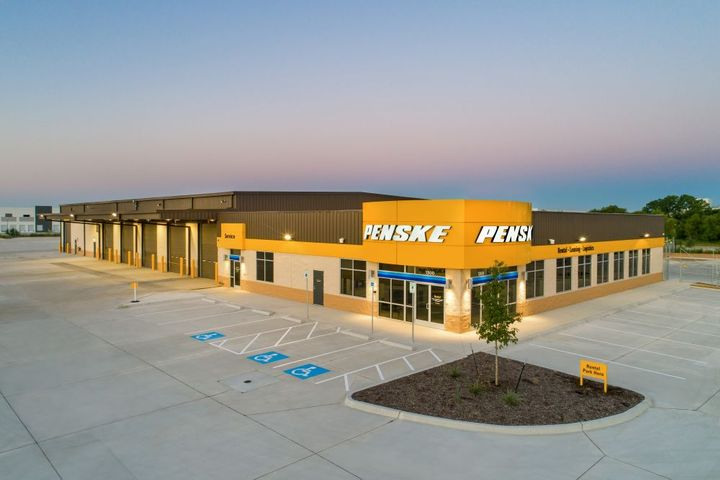 The new facility is also outfitted with the company's fully digital and voice-directed preventive maintenance processandconnected fleet solutions - Photo: Penske Truck Leasing