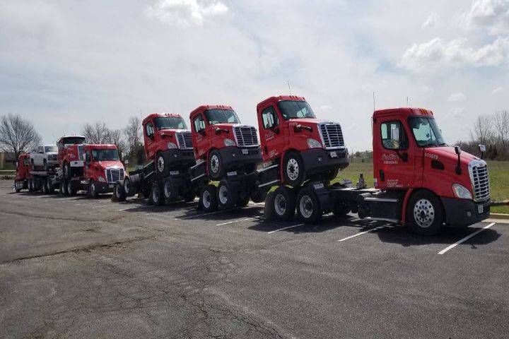 A new customer solutions portal and website enable customers to easily move trucks, heavy equipment, and vehicle fleets. - Photo: