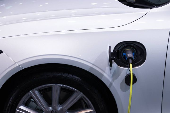 The utility's new Charging Forward eFleets program adds advisory services to rebate offerings. - Photo: Pexels/Rathaphon Nanthapreecha