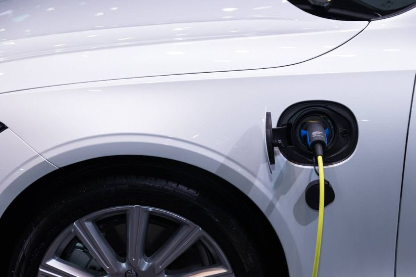 The utility's new Charging Forward eFleets program adds advisory services to rebate offerings.