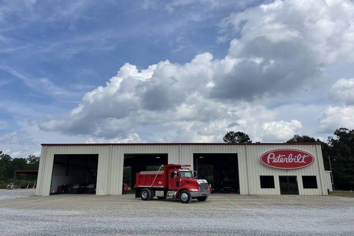 Based in Denton, Texas, Peterbilt manufactures on highway, vocational and medium duty trucks. - Photo: Peterbilt