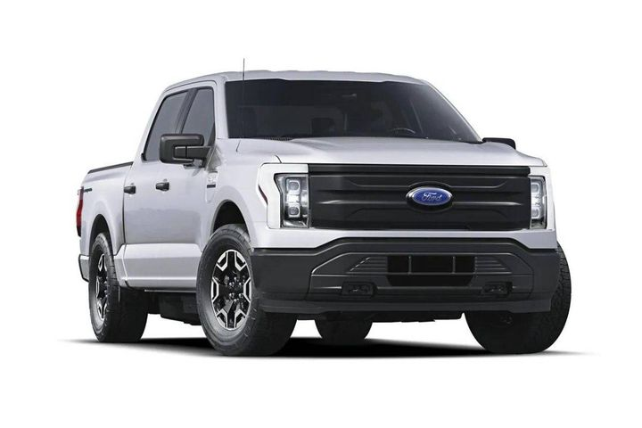 The all-electricF-150 Lightninghas a targeted EPA-estimated range of 300 miles, zero emissions, and availableFordIntelligent Backup Power. - Photo: Ford