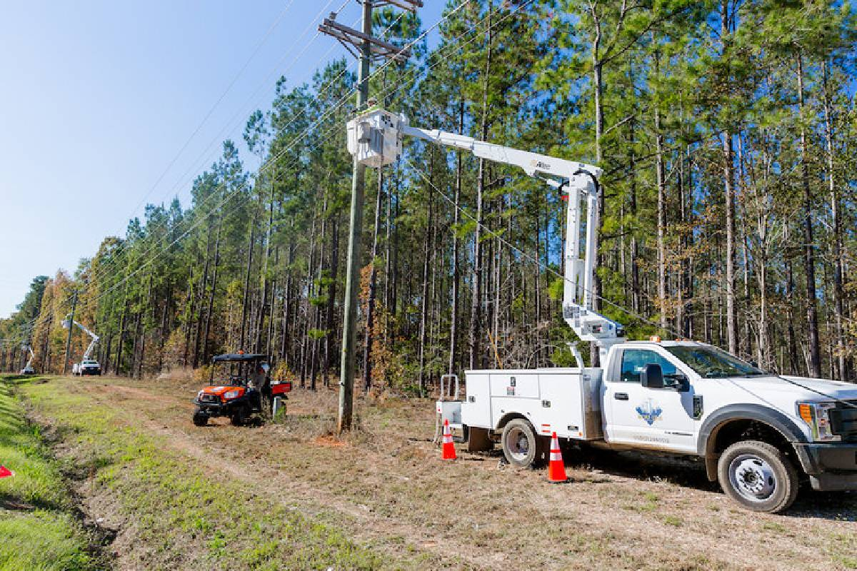 Wolf Line Construction Teams with Verizon Connect to Serve Rural Customers